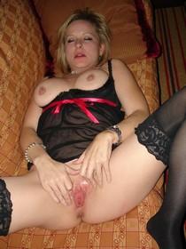 Amateur porn photos - wonderful pussy lips spreaded wide