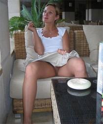 Cute wifey flashing her crack on public - homemade porn