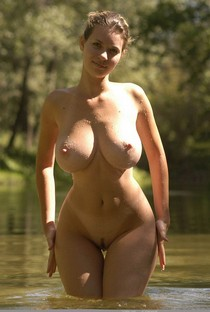 Thick And Curvy MILF With Big Tits 82.