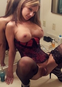 Pierced pussy.. perffect lady