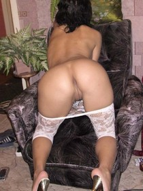 Amateur porn photos - how do you like my butt and pussy crack?