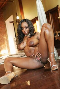 Nude model Jada Fire posing
