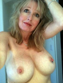 Superb big tits in hot amateur pic.
