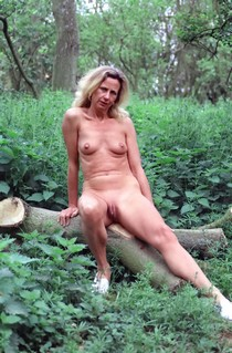 Fuckable Mom with great legs