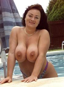 Chubby big boob Betty Boob posing nude by the pool touching herself.