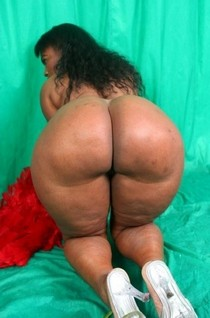 Sexy ebony mature in incredible amateur photo.