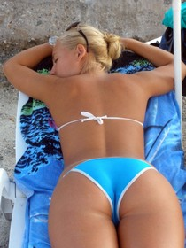 Amazing great sexy milf in hot bikini showing her amazing sexy big ass