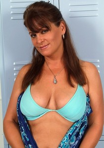 Sexy mature brunette Libby and her hot body