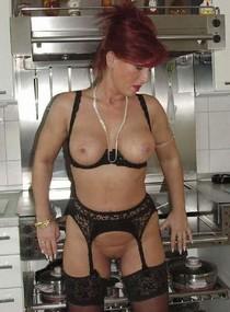 Amazing redhead mature in pic.