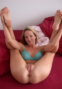 Incredible rookie pussy photo featuring beautiful blonde mother.