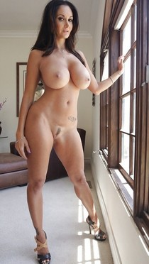 Horny Milf at home wait a lover