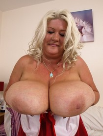 Mature women and grannies with nice tits.