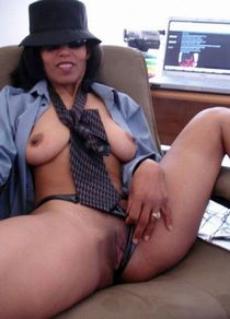 Old skool cougar from Cali wit a body hangs iut in tagged website str8 freak!