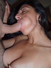 Real amateur milfs truly enjoy kissing the cock