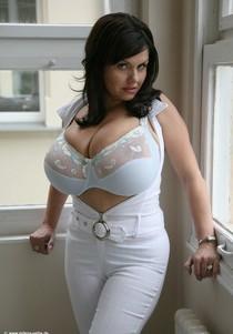 Busty Milena Velba