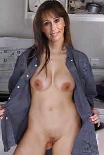 Luscious housewife Heidi.