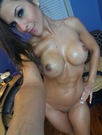 Sexy MILF selfies.