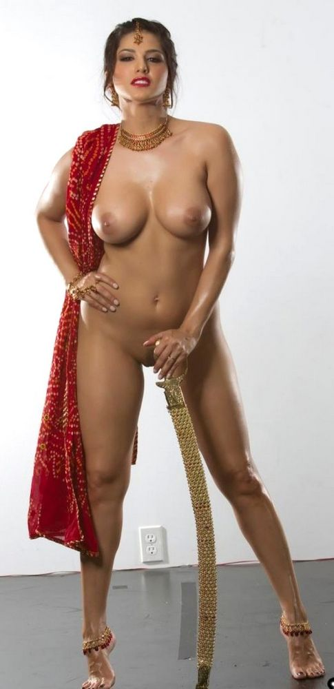 Indian Model Sunny Leone Strips Nude In Saree.
